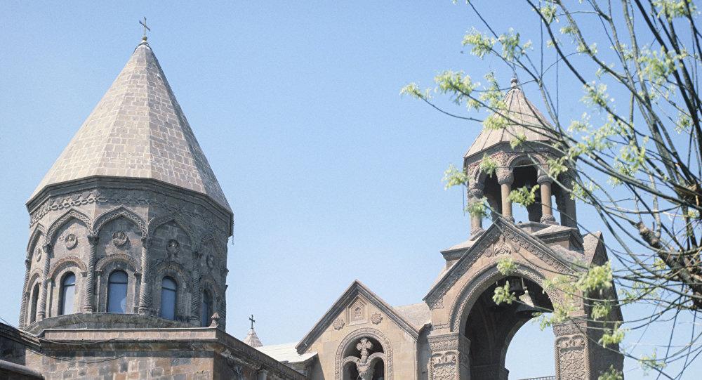 Армянская Церковь призывает к переговорам ради единства