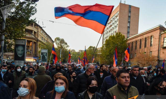 Армянская Церковь призвала власти не применять силу