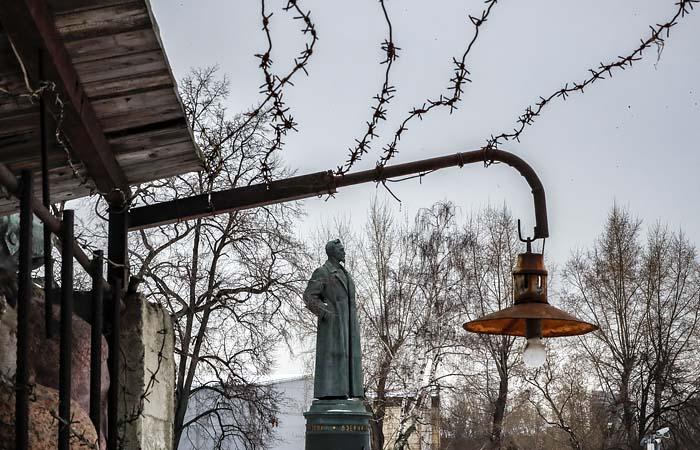 Москвичам предложат для Лубянки Дзержинского или Невского