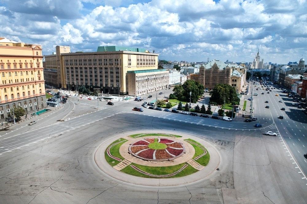Собянин: памятника на Лубянке не будет - голосование прервано
