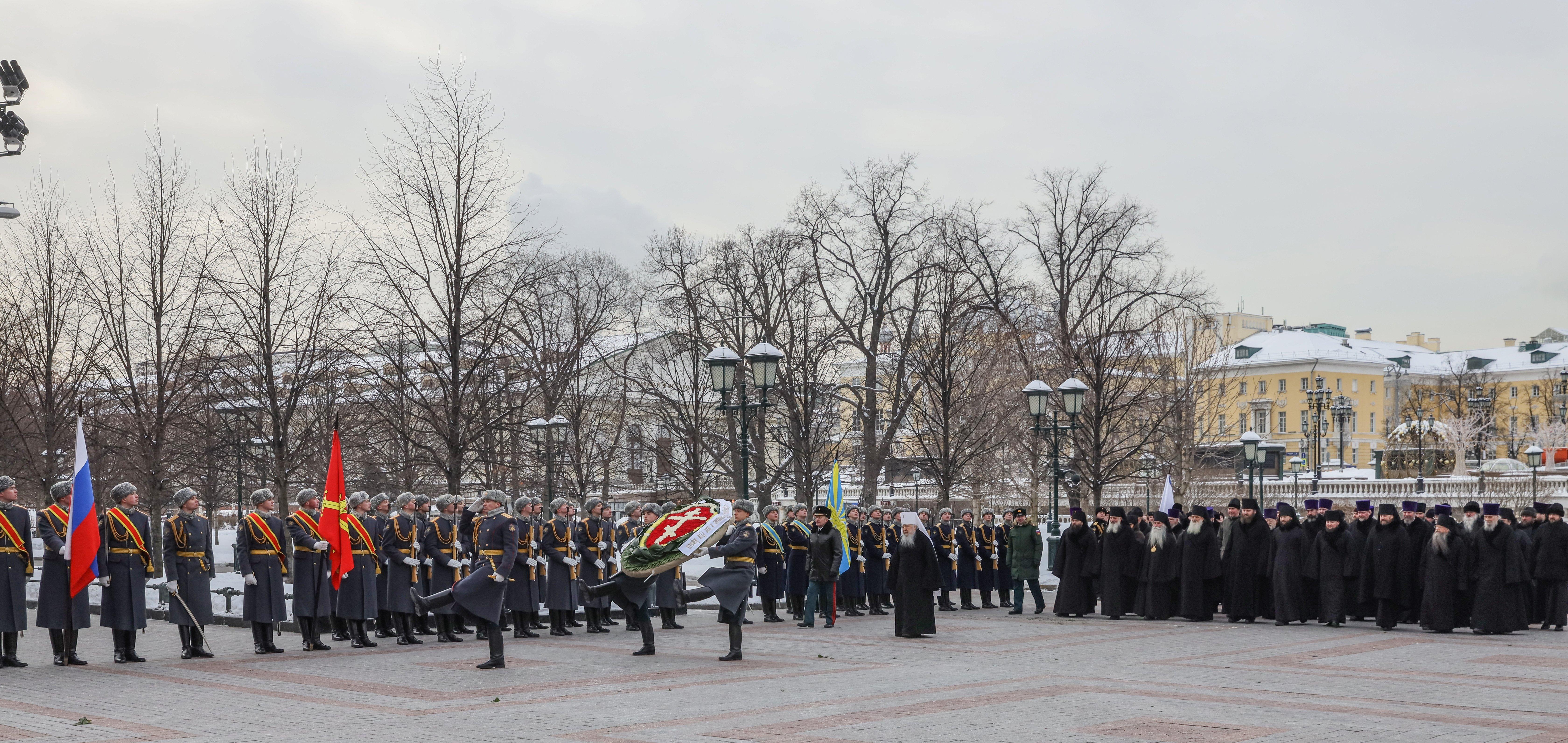 Венок от РПЦ возложил 23 февраля митрополит Ювеналий