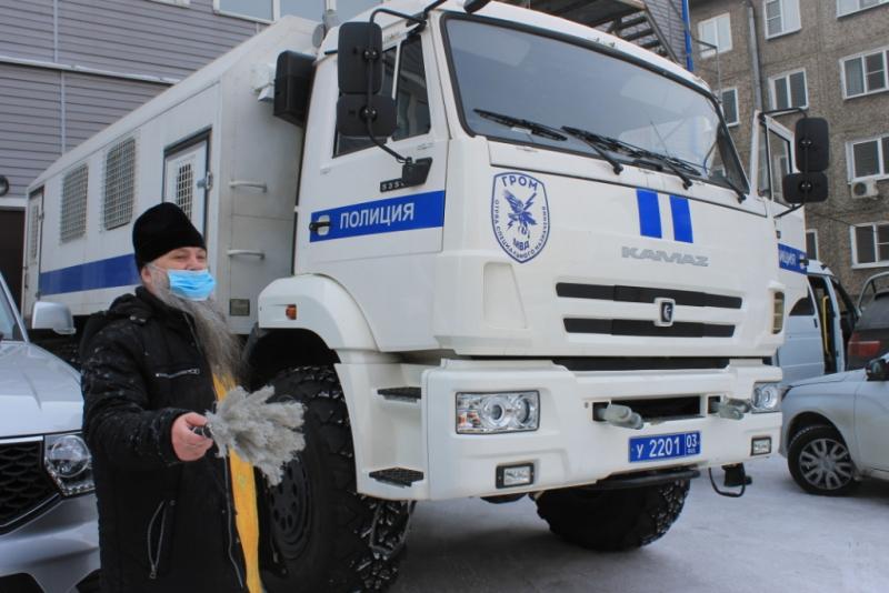 В Улан-Удэ священник посетил полицейских наркоконтроля