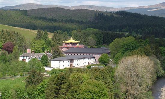 США убирают стрельбище от шотландского буддийского монастыря