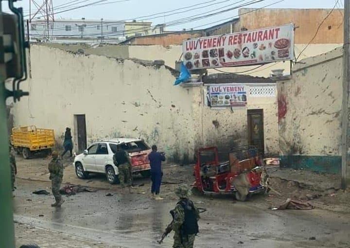 20 человек погибли от взрыва автомобиля смертника в Сомали