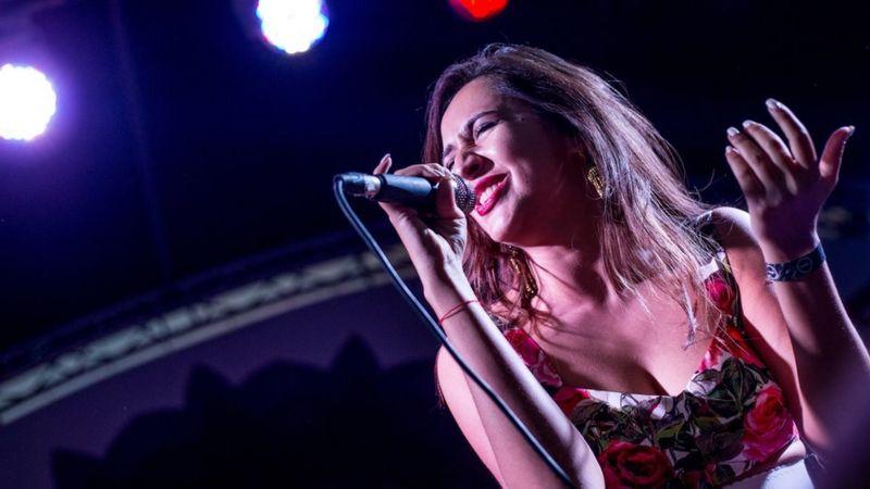 За ЛГБТ и против домашнего насилия: Манижа едет на Евровидение