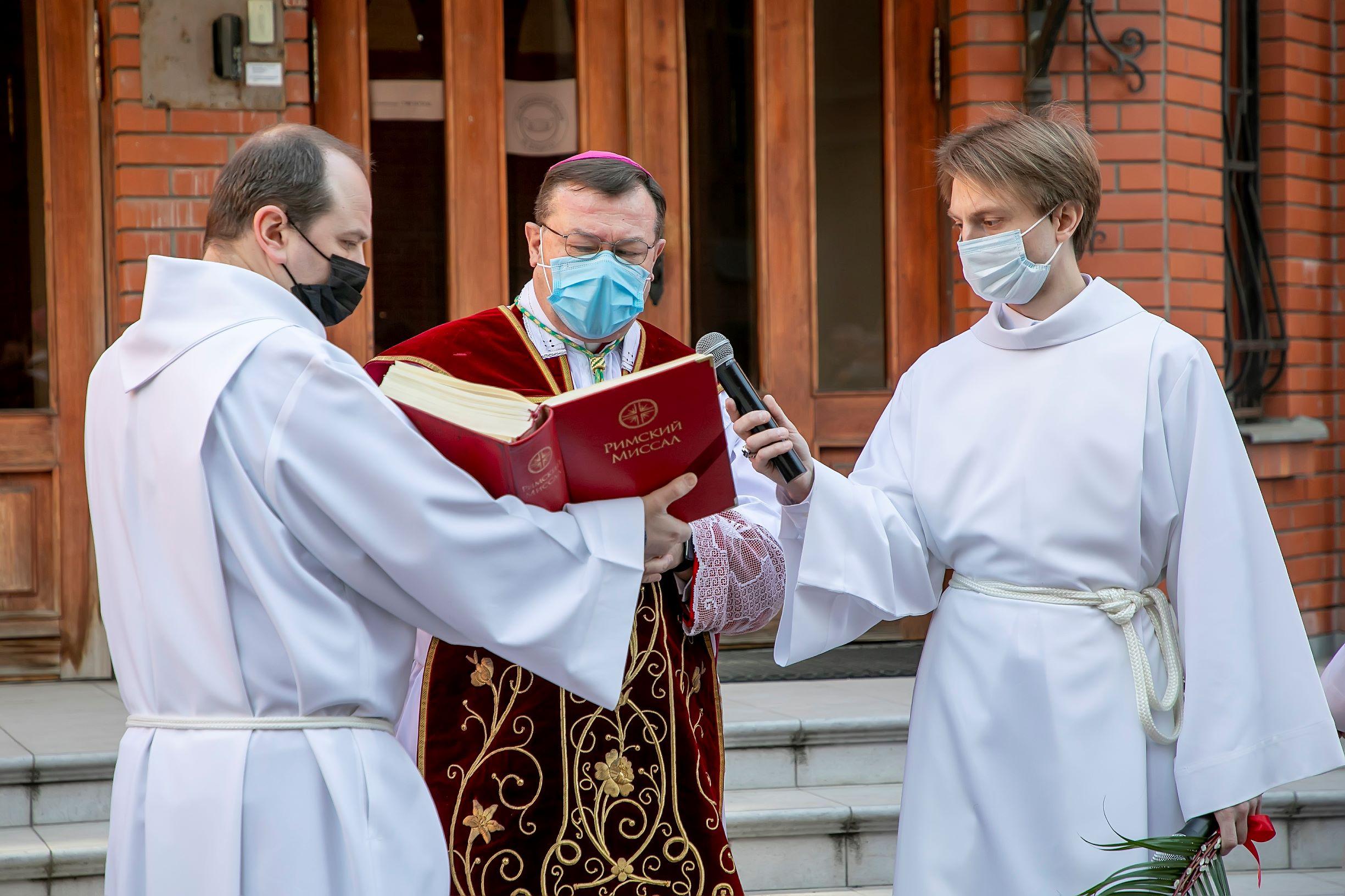 Пальмовое (Вербное) воскресенье встретили московские католики