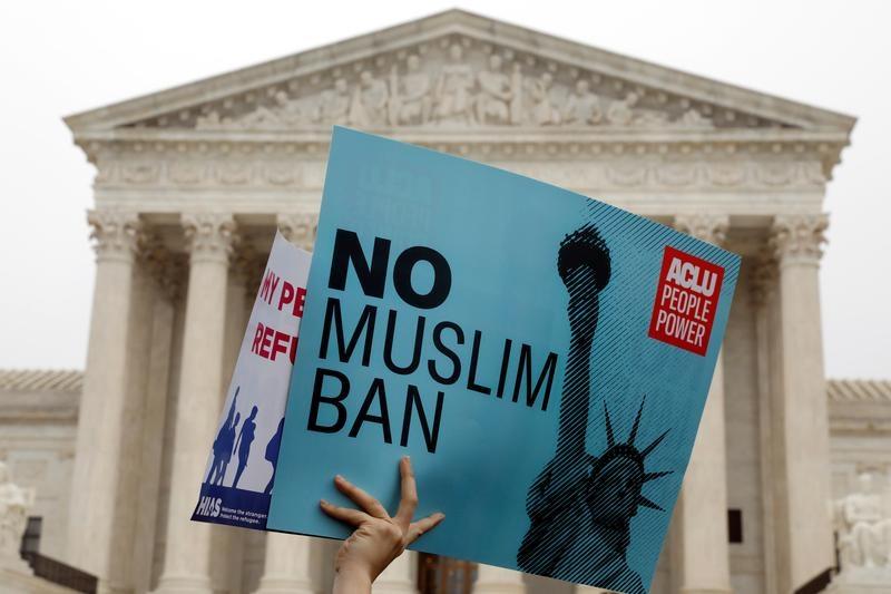 """США: жертвы """"мусульманского запрета"""" смогут запросить визы"""