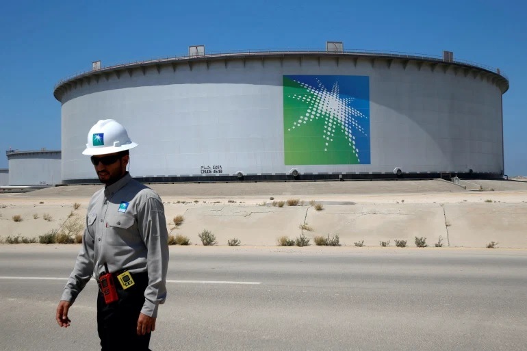 Хуситы запускают ракеты и дроны по саудовским нефтяным объектам