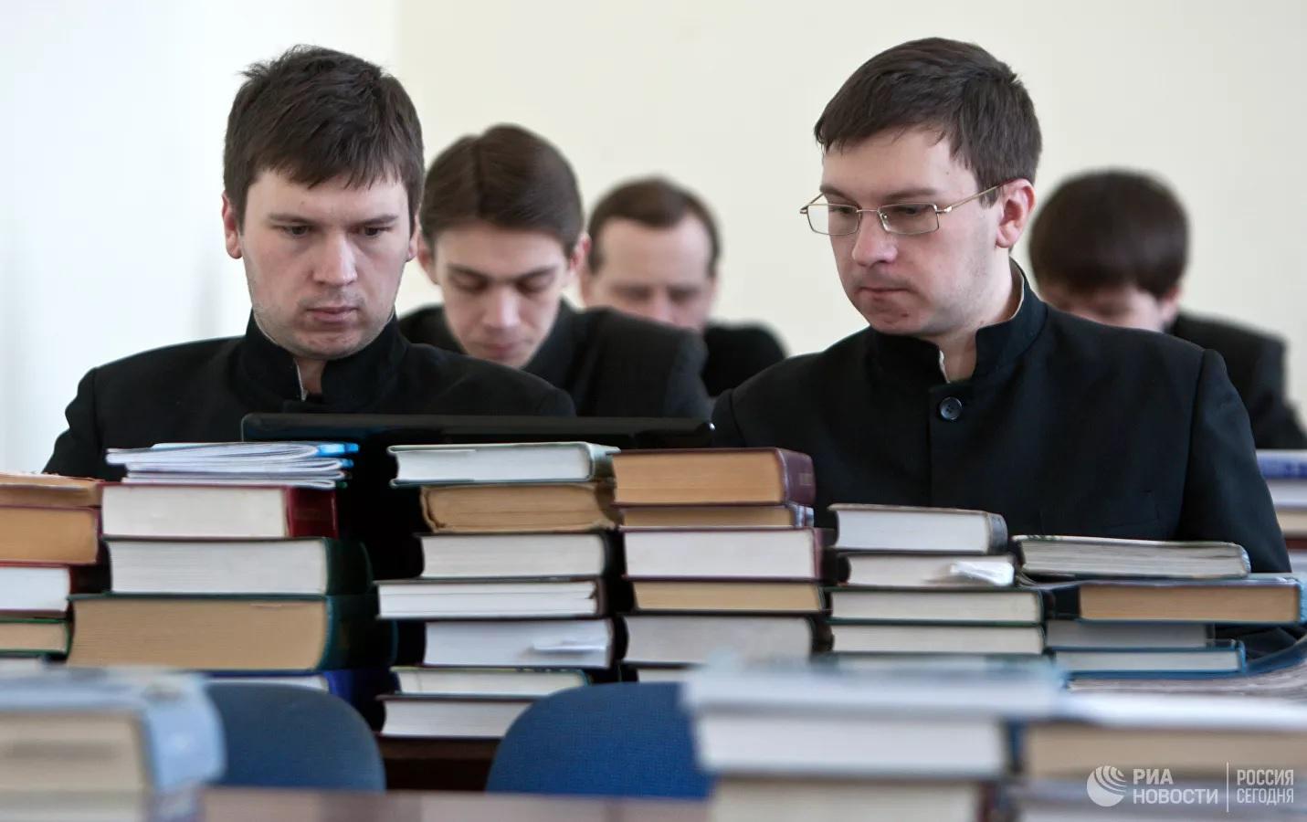"""Госдума приняла закон """"Об аттестации духовенства"""""""