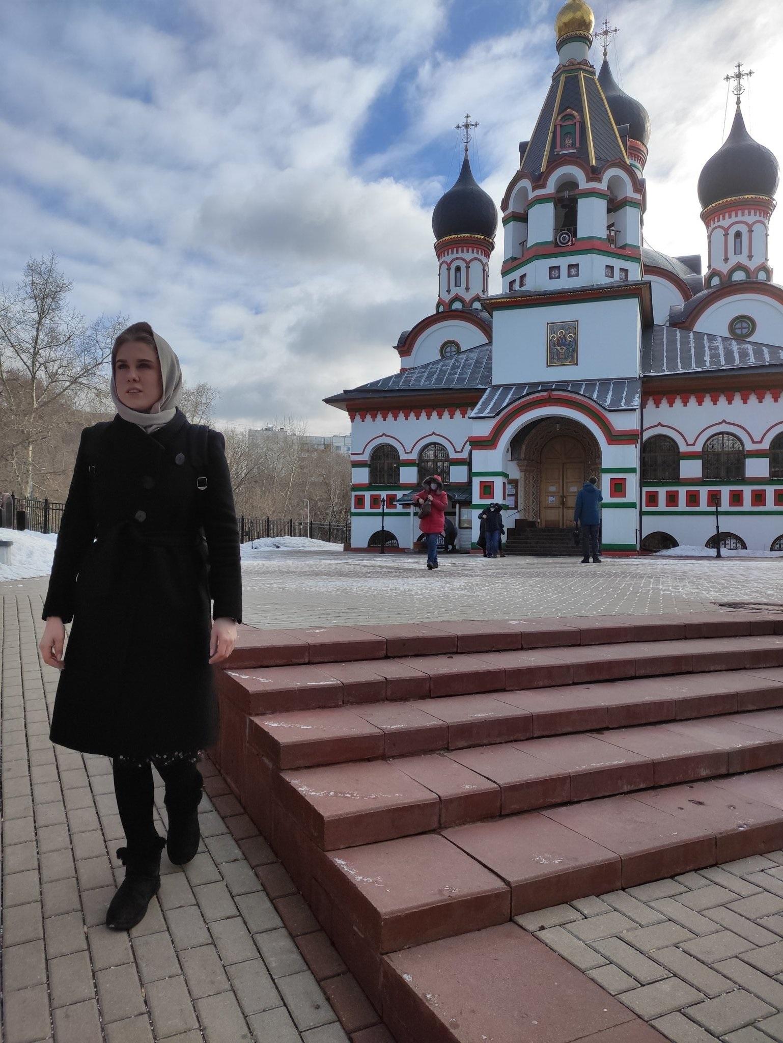 Соболь посетила службу в церкви - вопреки запрету
