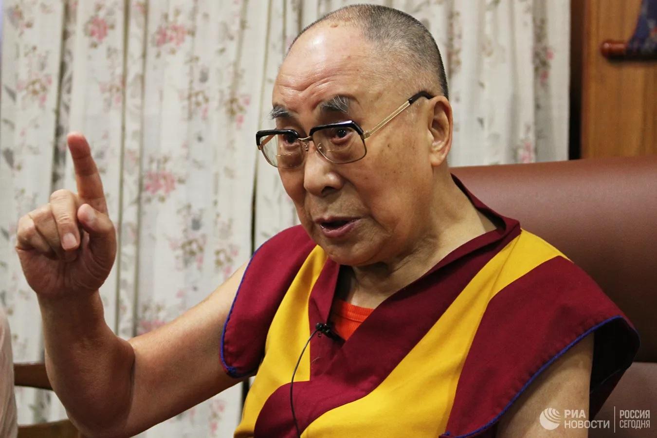 Далай-лама рассказал российским студентам о самопожертвовании