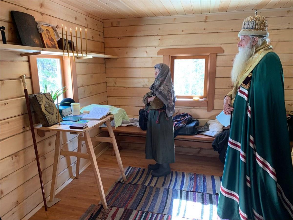 Митрополит Корнилий освятил новый дом Агафьи Лыковой