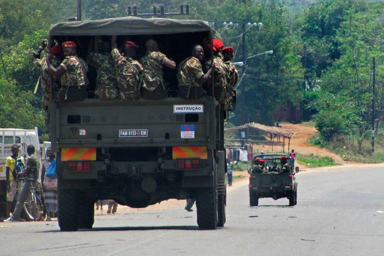 Более 180 человек в ловушке в Мозамбике после нападения ИГИЛ*