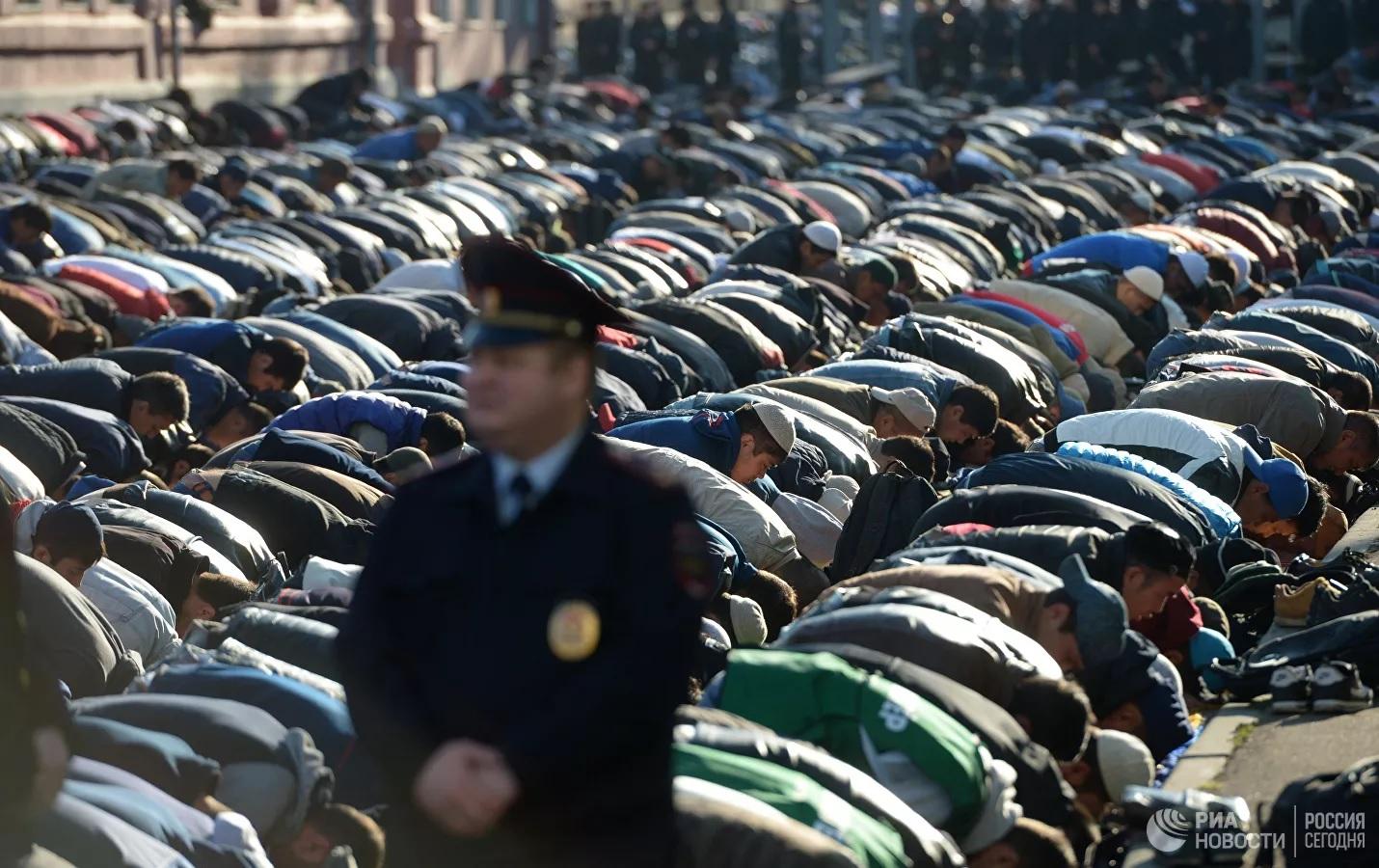 Муфтий предложил пересмотреть работу парковок у мечетей в Москве