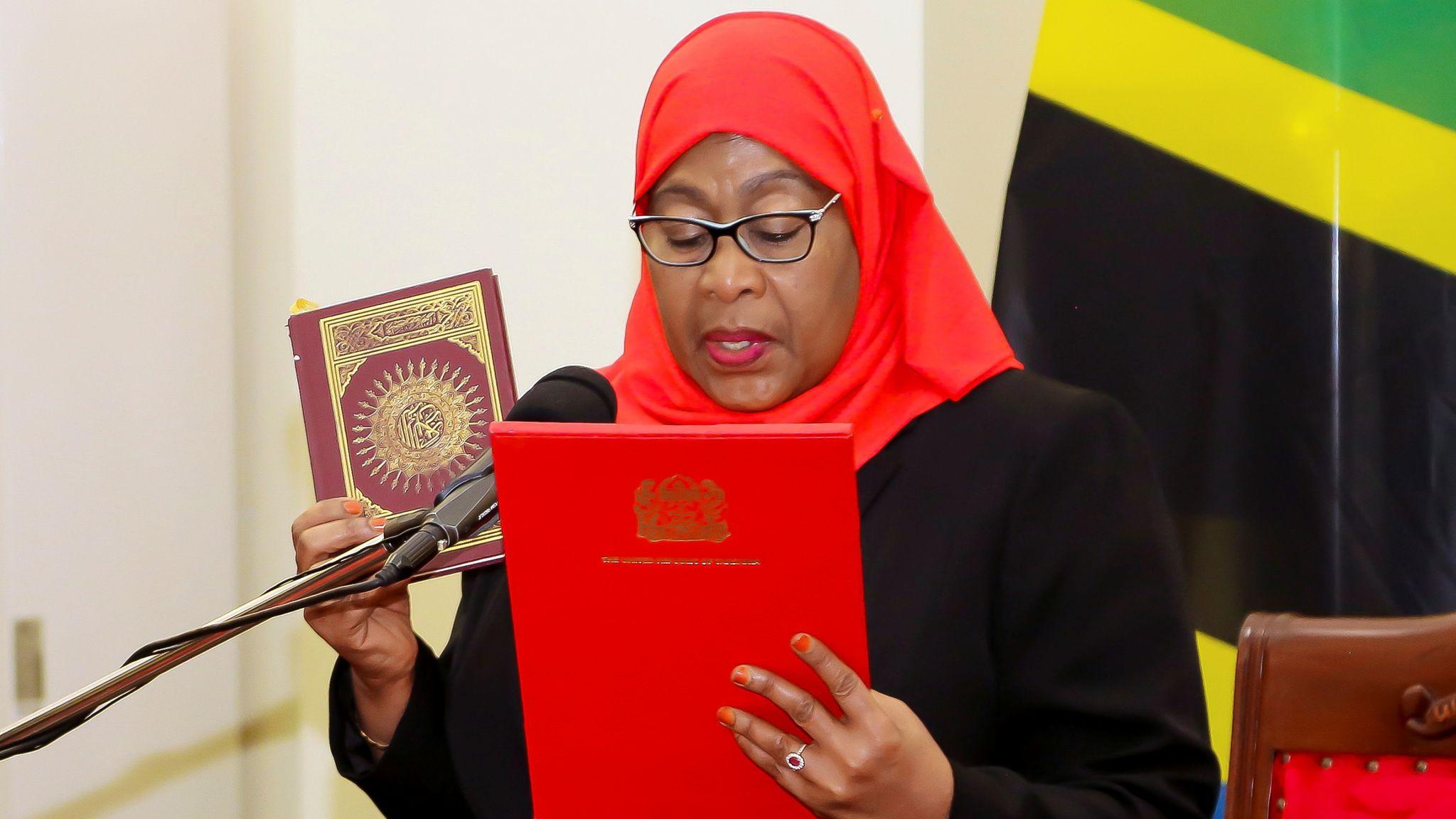 В Танзании - первая женщина-мусульманка стала Президентом