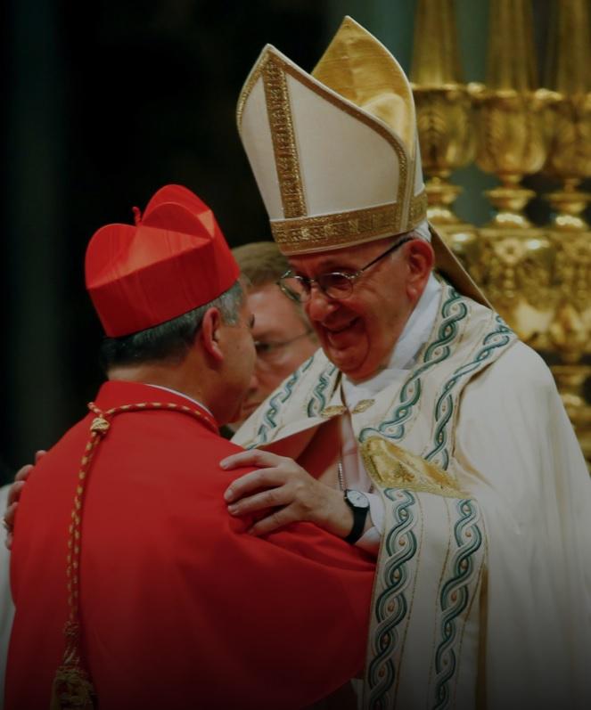 Папа Франциск примирился с кардиналом Беччу на мессе у него дома
