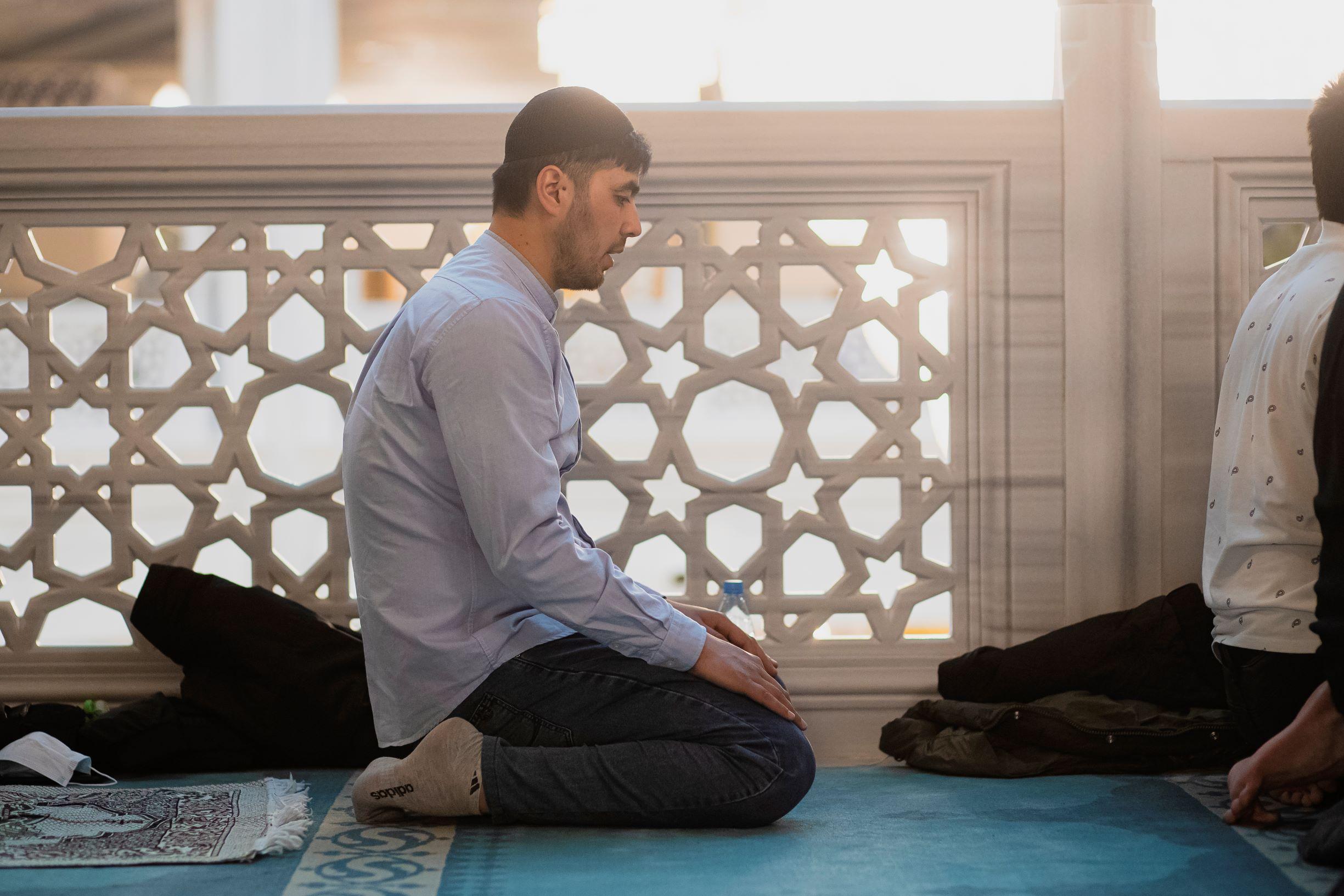 Мусульмане Москвы в молитве встречают месяц Рамадан | Фото