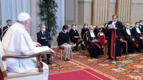 Ватикан: кардиналов и епископов будут судить наравне с другими