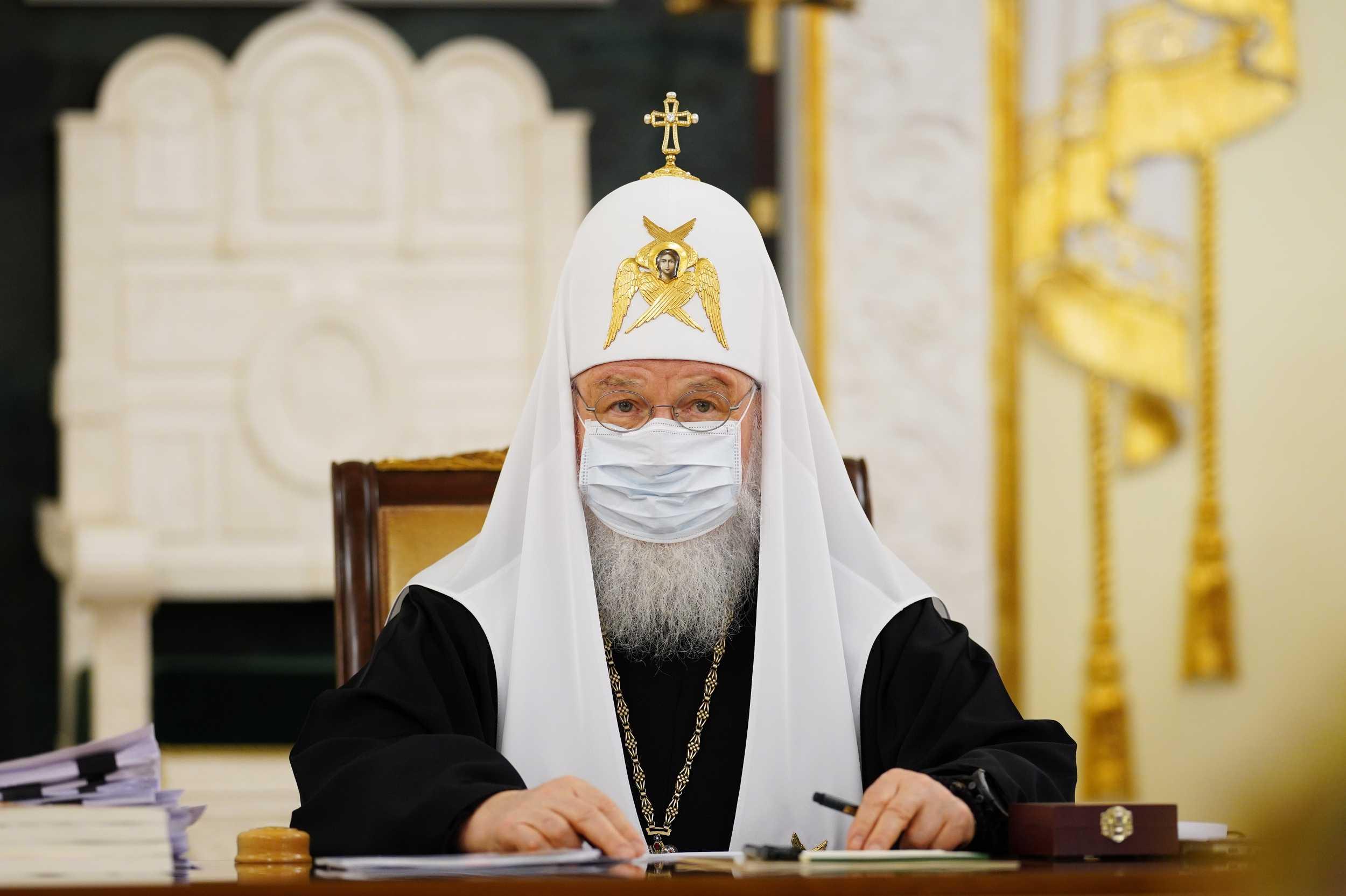 Патриарх Кирилл привился от коронавируса COVID-19