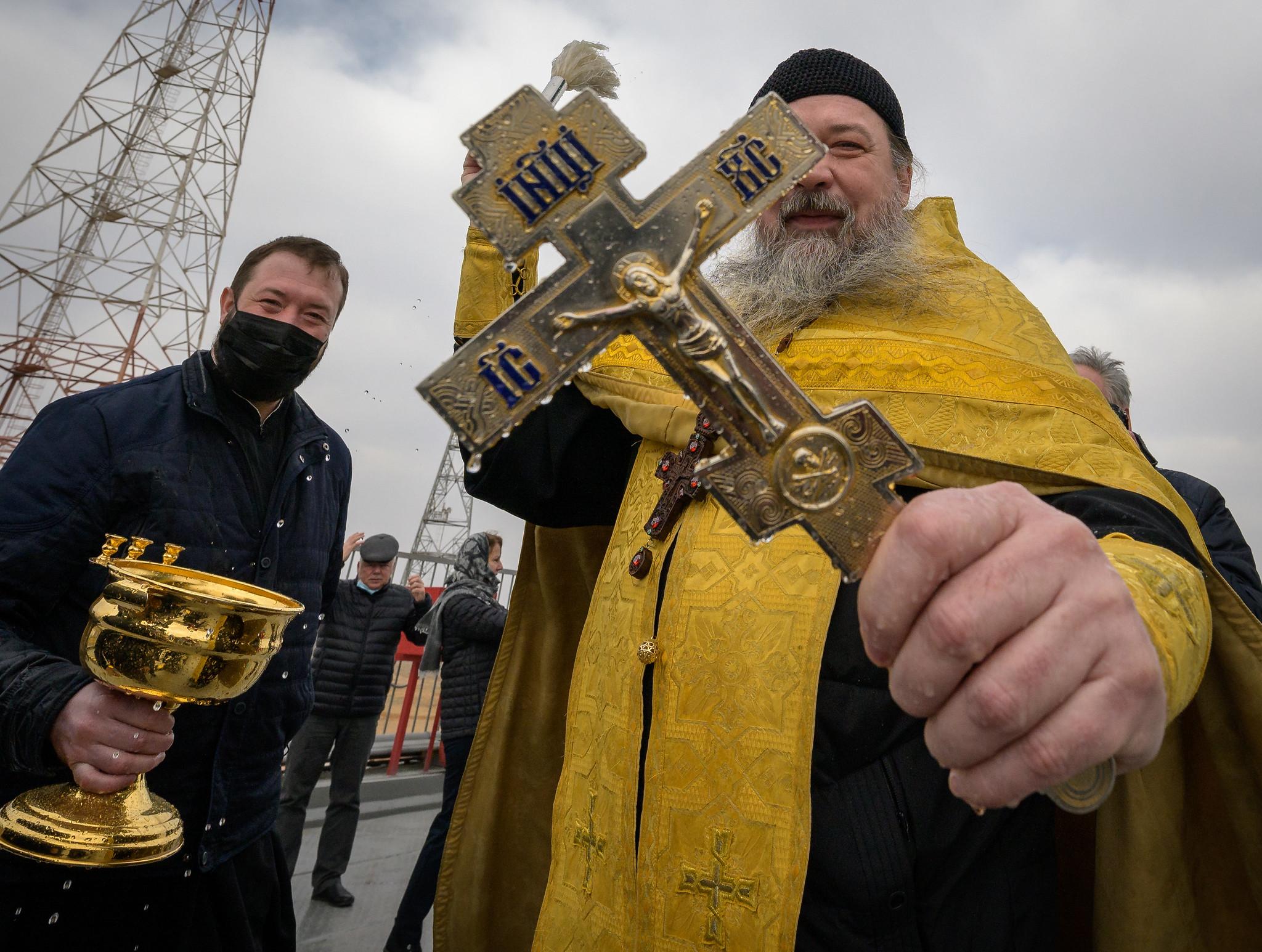 Священник благословил космическую экспедицию на МКС | Фото