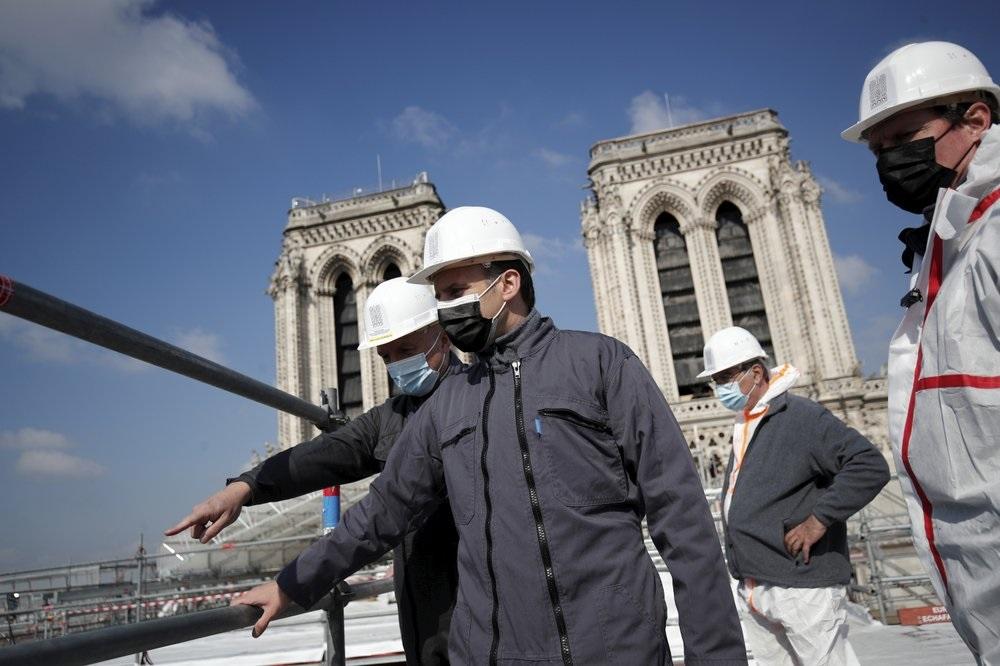 Макрон посетил собор Нотр-Дам через 2 года после пожара