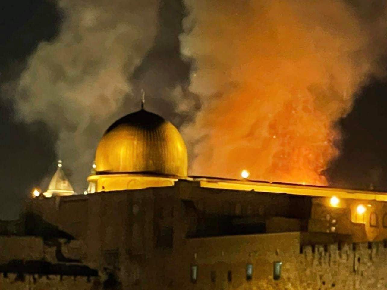 Мечеть Аль-Акса горит: кадры пожара третьей святыни ислама