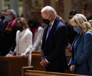 Ватикан предостерег епископов США от жестких слов о причастии