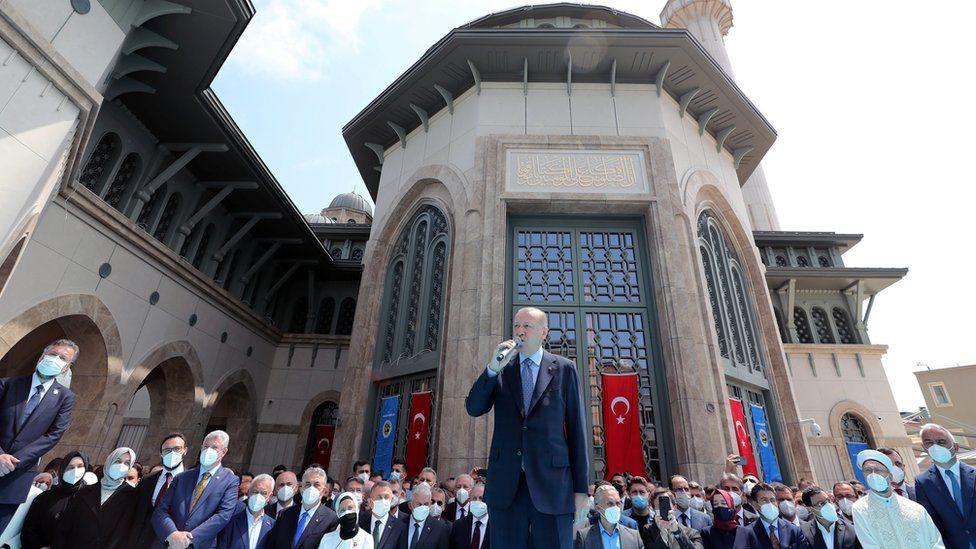 """Эрдоган открыл """"мечеть победы"""" на площади Таксим в Стамбуле"""