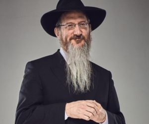 Раввин Лазар поздравил евреев с праздником Шавуот