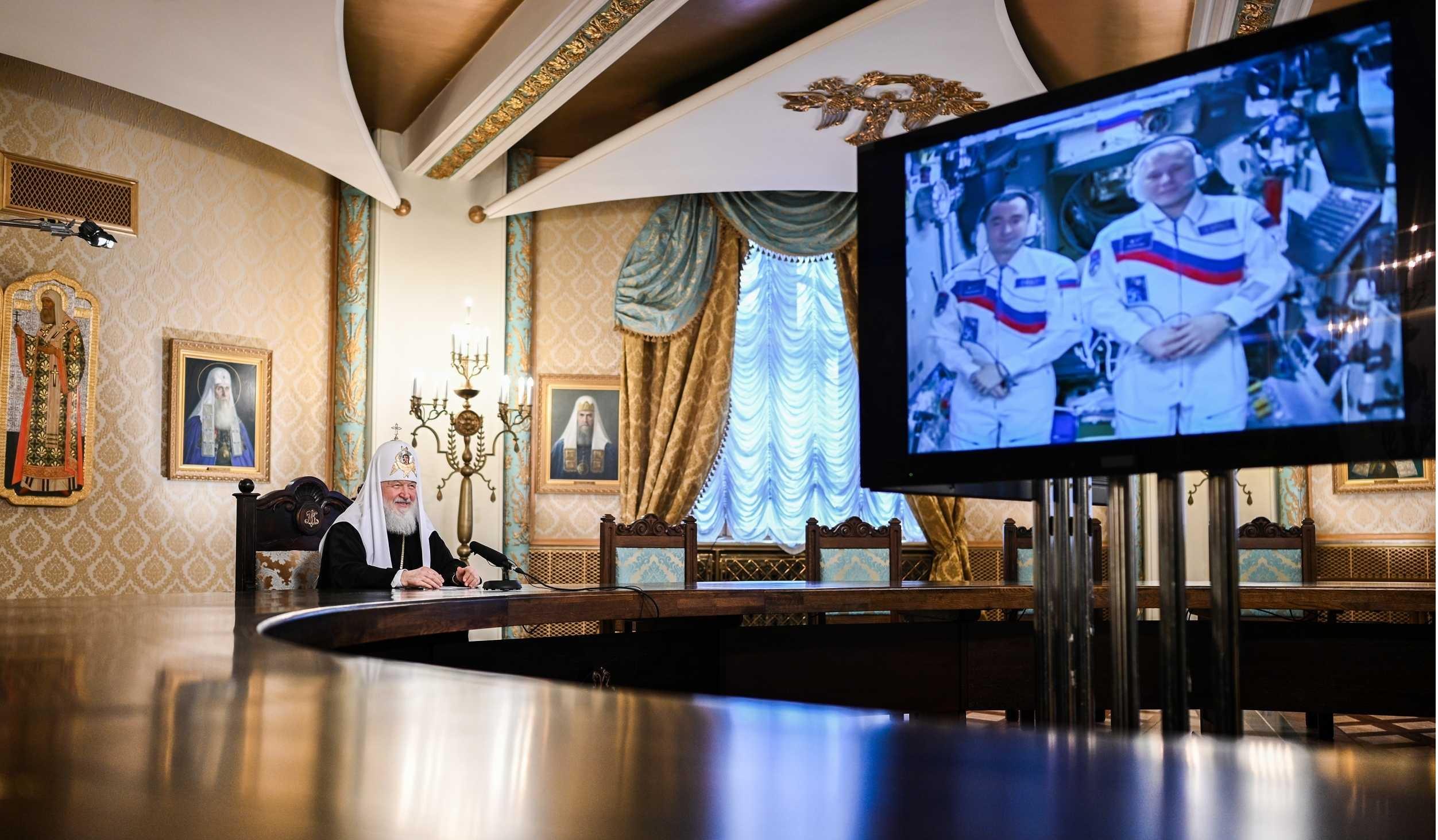 На Пасху Патриарх Кирилл провел телемост с космонавтами на МКС