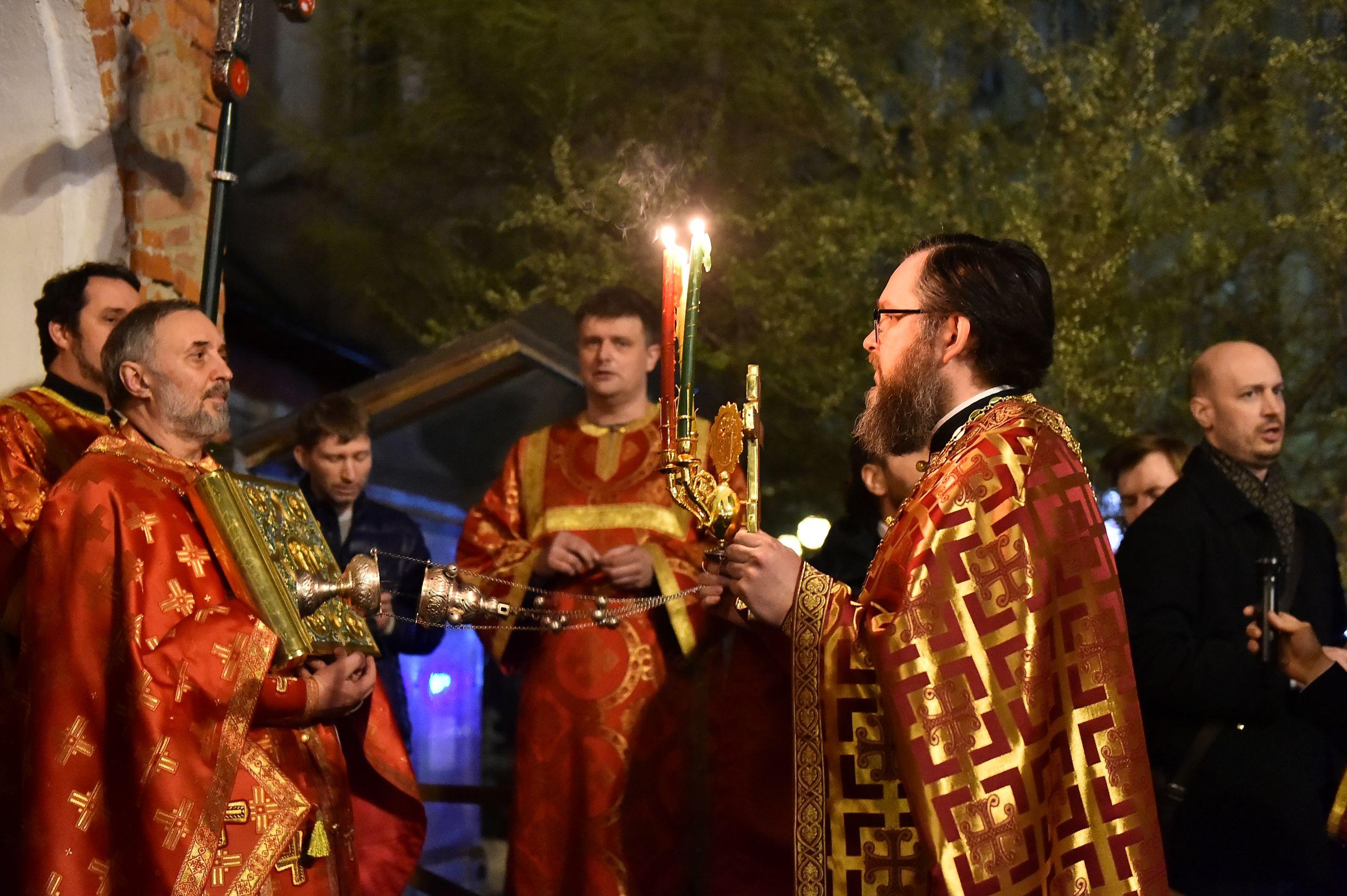 Пасхальное Богослужение в Московском храме Всех святых | Фото