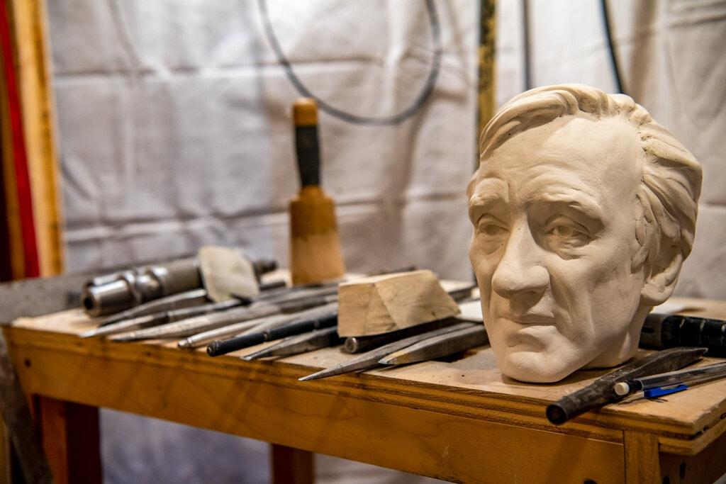 Бюст Эли Визеля установлен в Вашингтонском национальном соборе