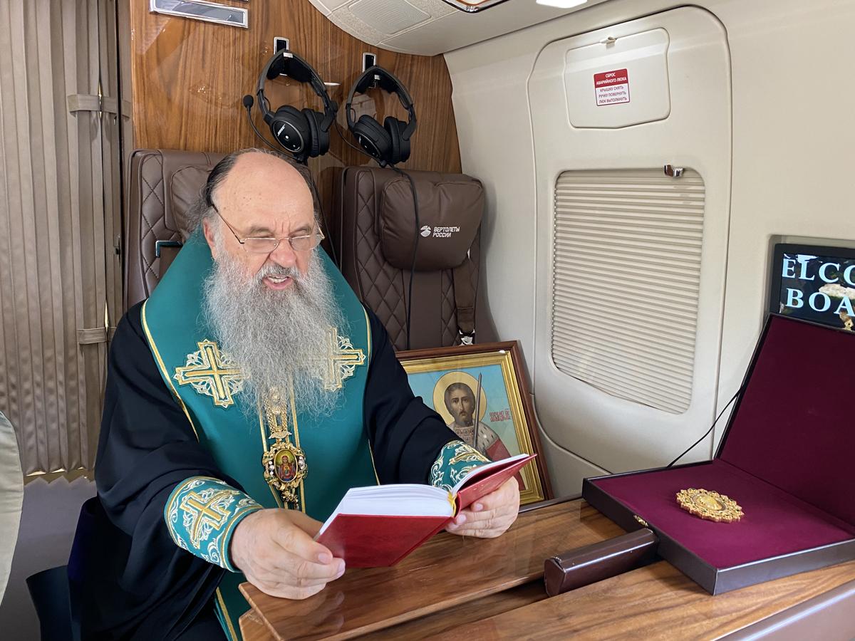 Митрополит Варсонофий совершил молитвенный облет Петербурга