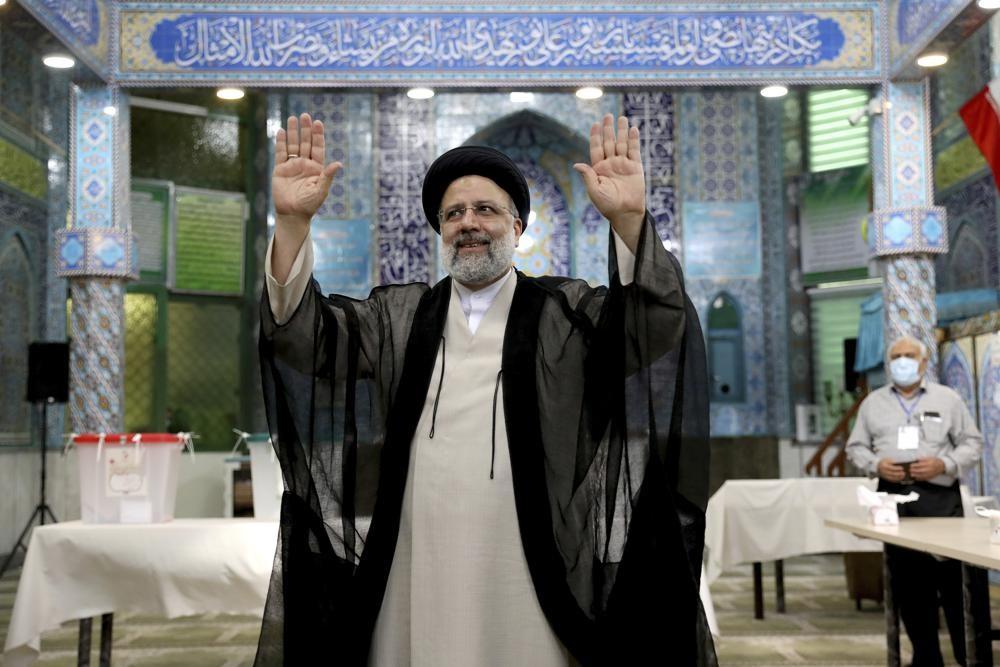 На выборах Президента Ирана побеждает кандидат системы - Раиси