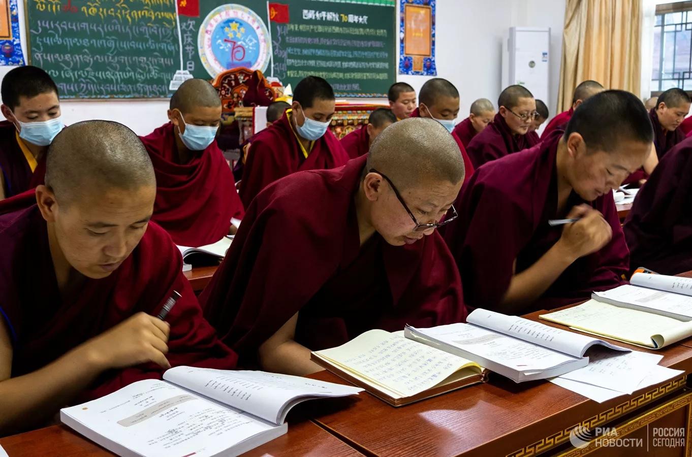 Чему на самом деле учат тибетских монахов коммунисты в Китае