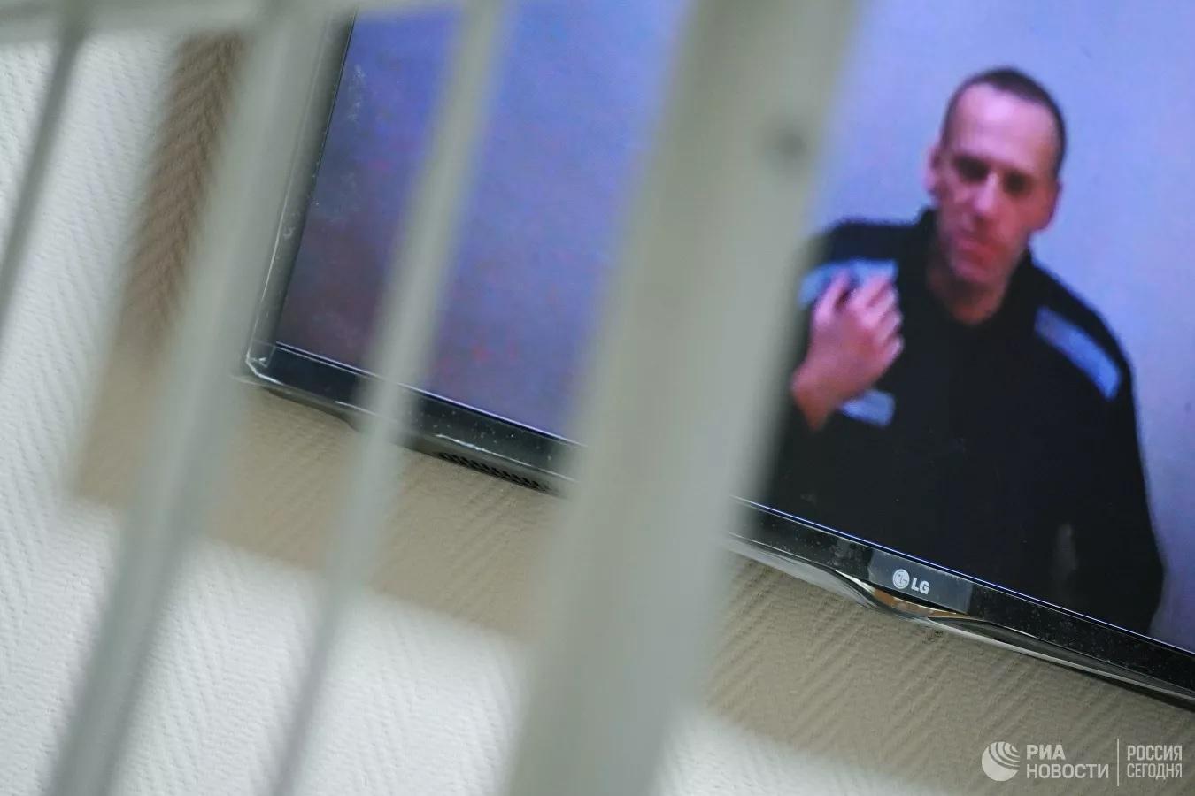 У Навального в тюрьме теперь есть и Библия, и Коран - он доволен