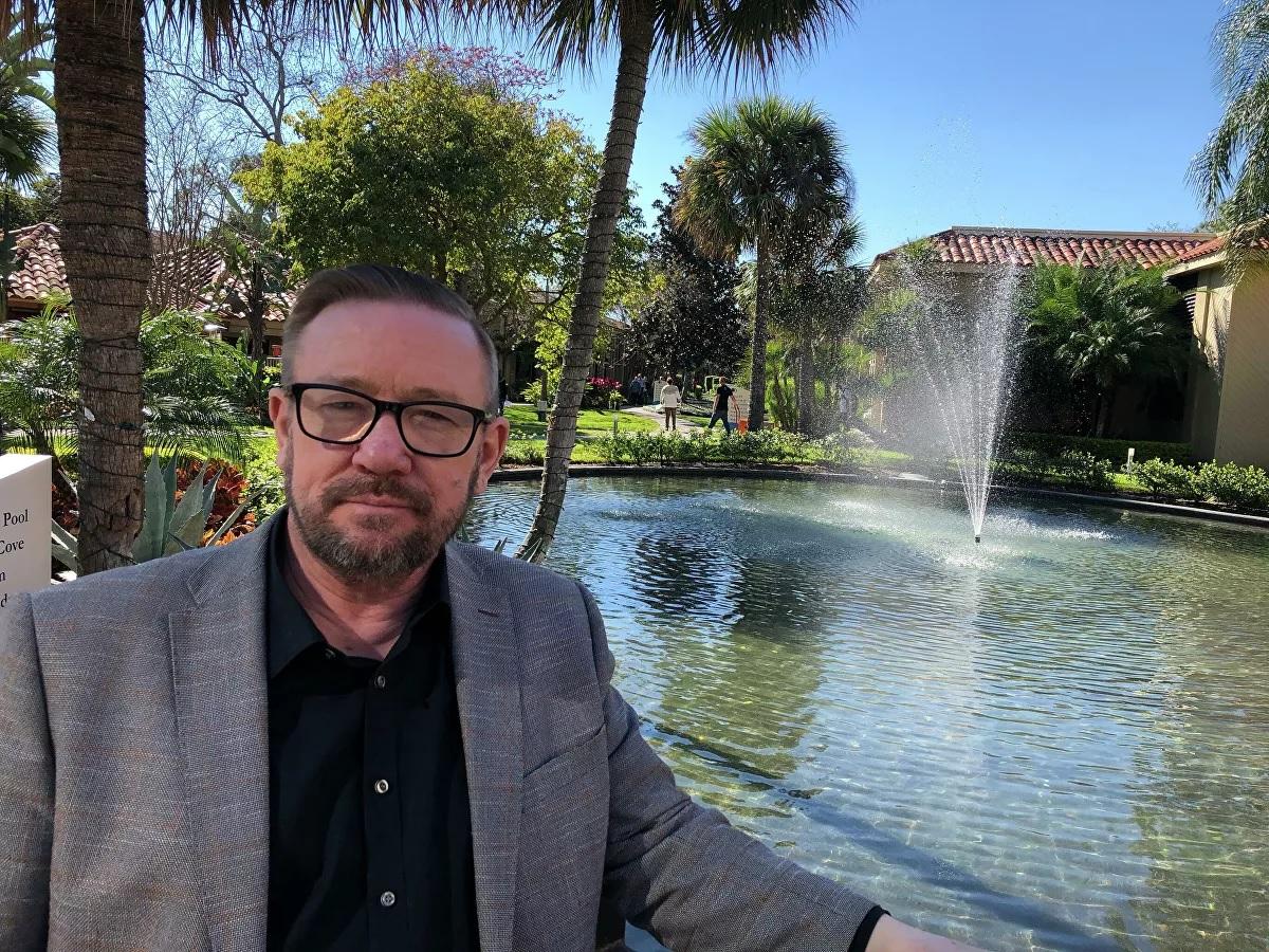 Пастор-харизмат Ледяев* против неолиберализма в Латвии и США