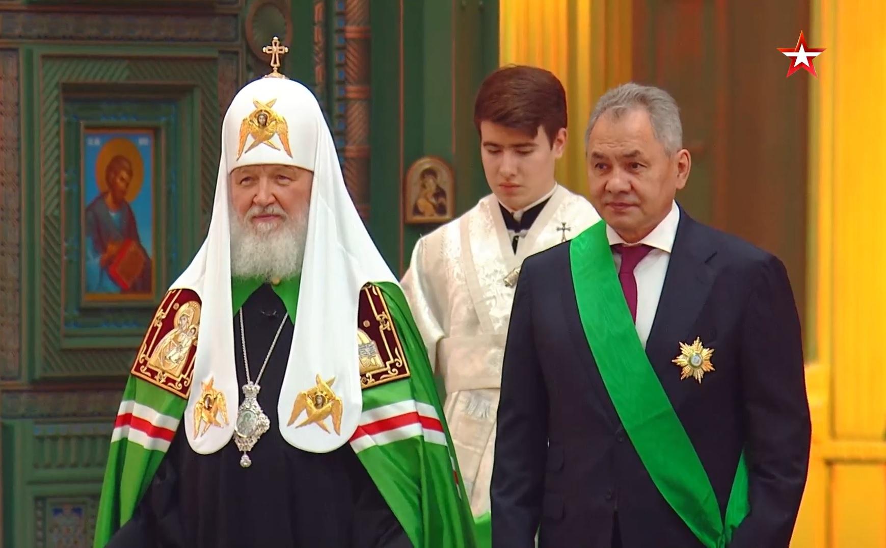 Патриарх Кирилл наградил Сергея Шойгу в годовщину Главного храма