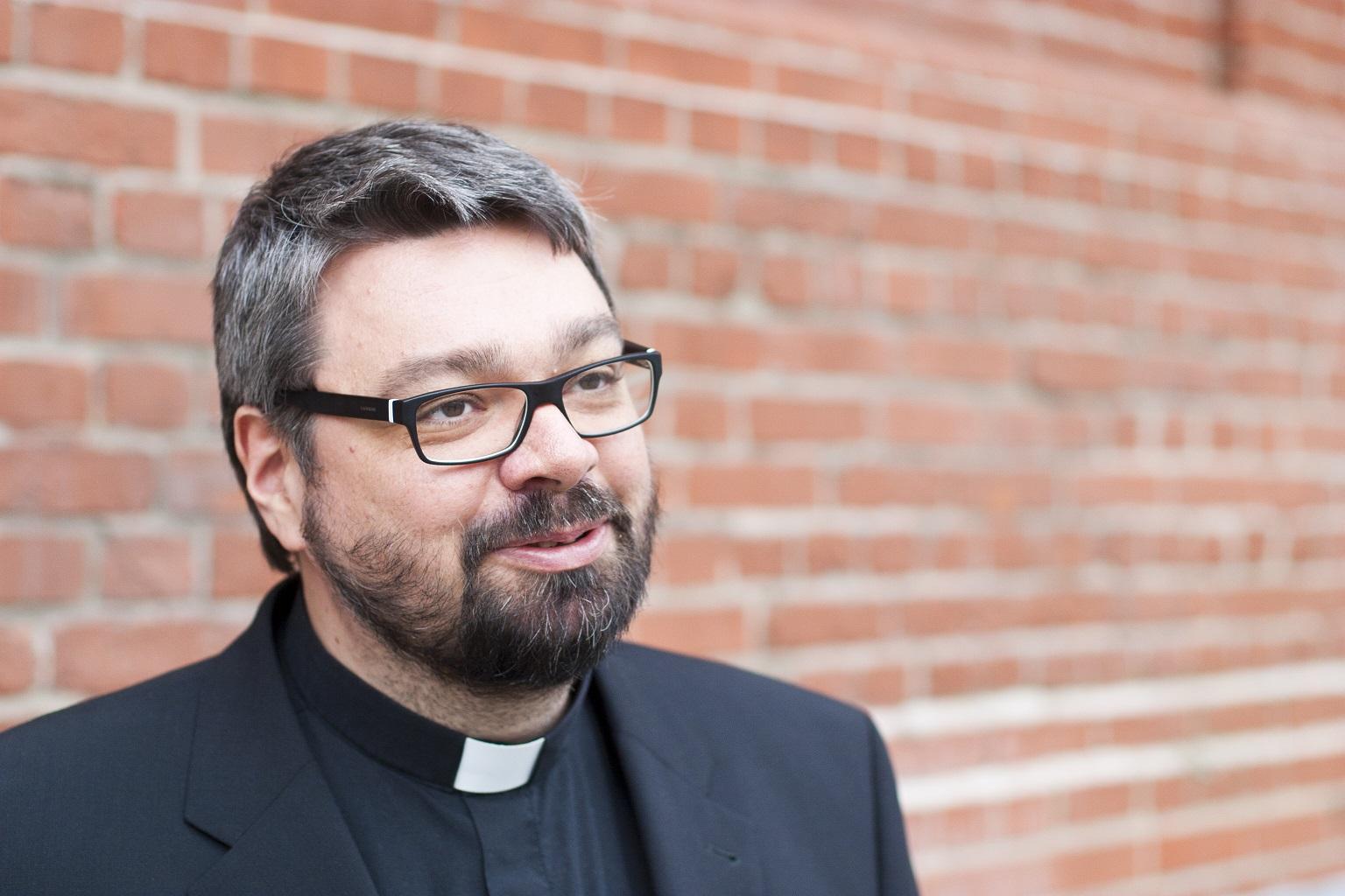 Новое и старое, а не народные языки и латынь - суть решения Папы