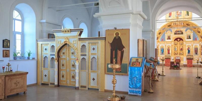 Восстановленный иконостас освящен в храме на Куликовом поле