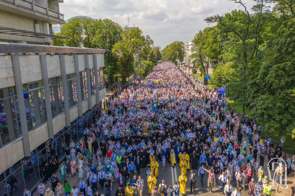 350 тысяч верующих на Крестном ходе в честь Крещения Руси в Киеве