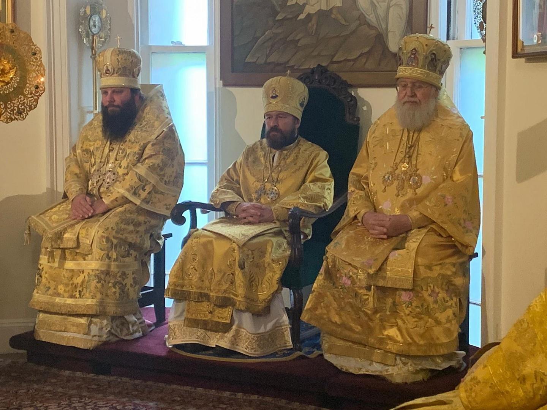 Председатель ОВЦС и Первоиерарх РПЦЗ совершили Литургию