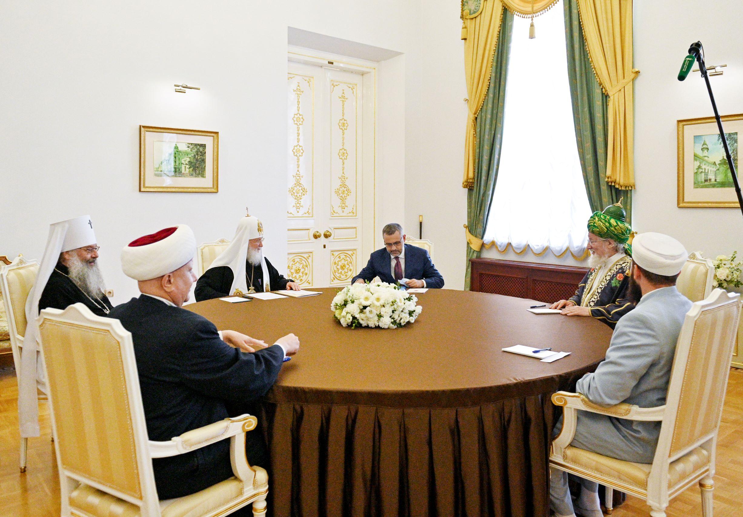 В Казани Патриарх Кирилл встретился с мусульманскими лидерами