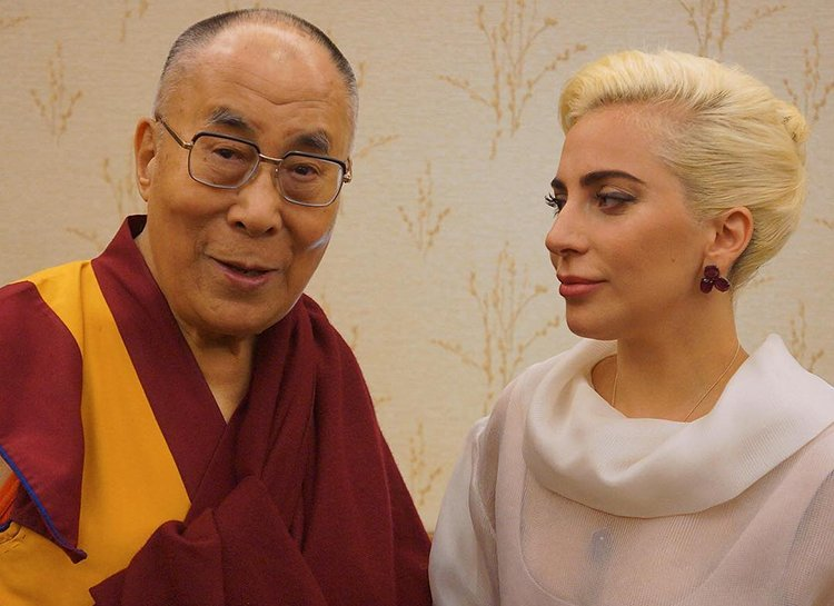 """Далай-лама может переродиться в теле женщины """"в свободном мире"""""""