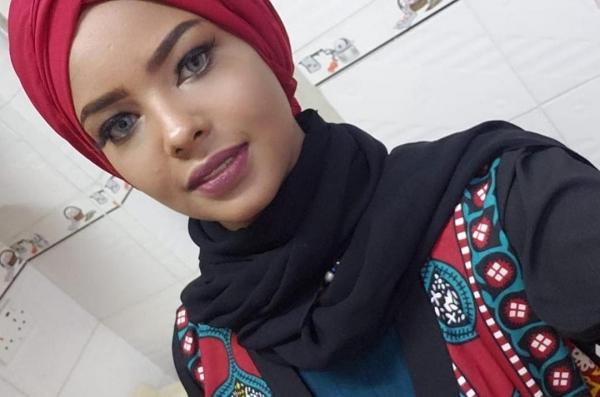 В Йемене хуситы подвергают издевательствам похищенную модель
