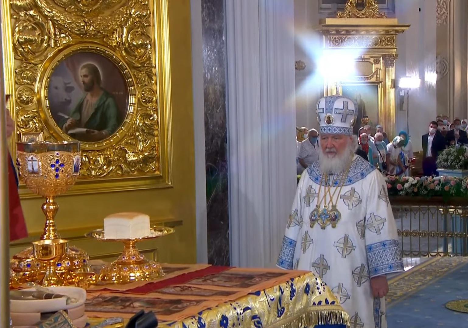 Патриарх Кирилл освятил возрожденный собор в Казани