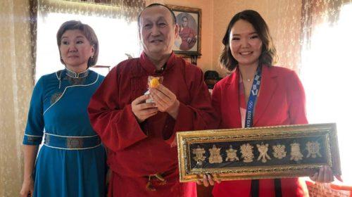 Глава буддийской Сангхи принял медалистку Олимпийских игр
