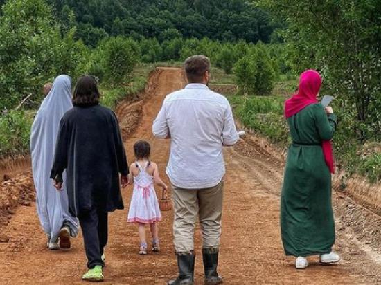 Жители Аминовки начали навязывать исламский дресс-код соседям