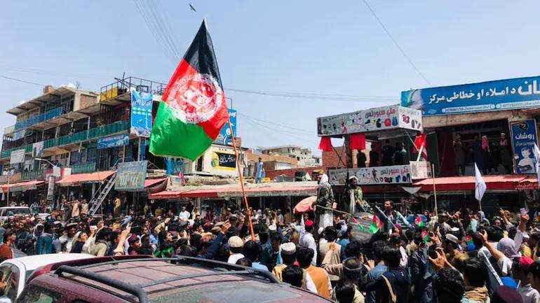В Джелалабаде талибы* застрелили восставших из-за флага страны