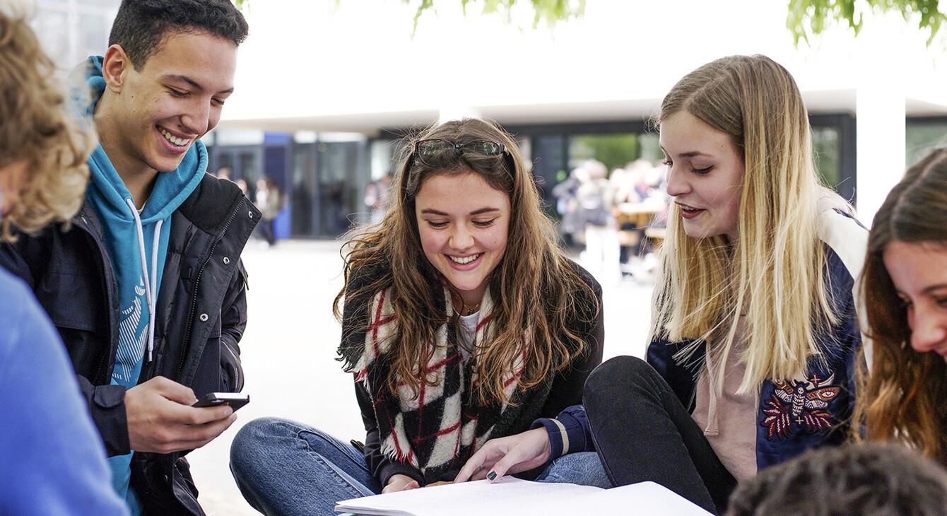 Французская школа будет жить по новым - светским правилам